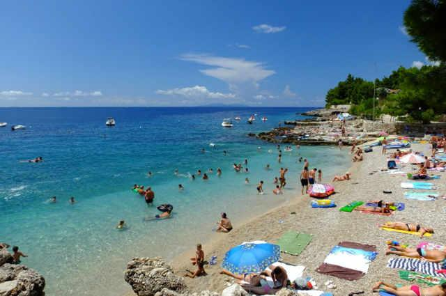 Plaża przy hotelu Adriatyk • Vrboska