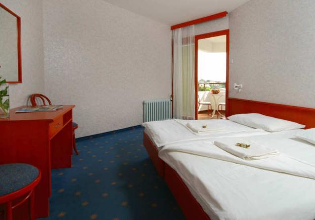 Pokój w hotelu Laguna - budynek główny • Gradac