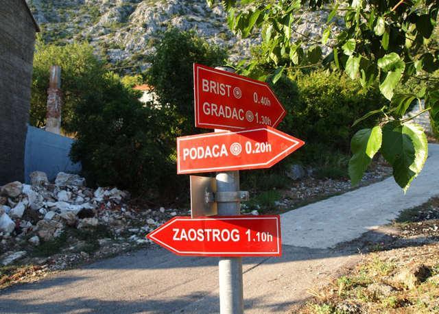 okoliczne miasteczka: Brist, Podaca i Zaostrog